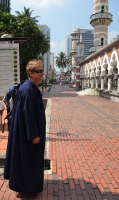 Wayne dons a robe at Masjid Jamek