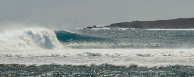 West coast swells up to 4m caused big seas for kite surfers and wind surfers.