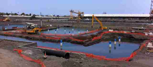 New marina complex underway at Le Port - should be ready in 2015??