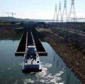 Tow going through the Kentucky Dam lock