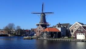 Haarlem's De Adriaan windmill