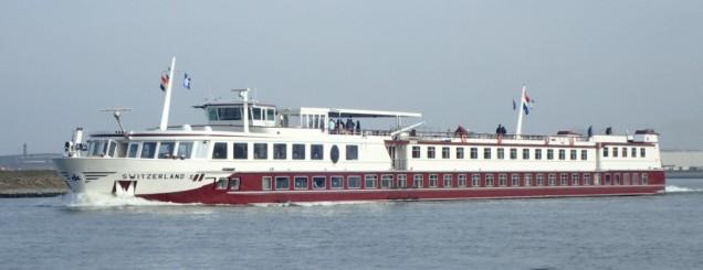 Long floating hotels