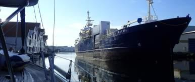 Ships enter Skudeneshavn